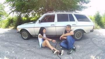 Влюбена двойка от Велико Търново обиколи Европа с ретро автомобил