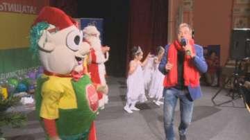 Дядо Коледа раздаде подаръци като част от кампанията Спри, детето запази
