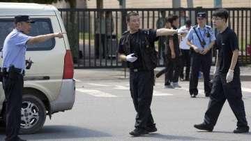 Експлозия пред американското посолство в Пекин