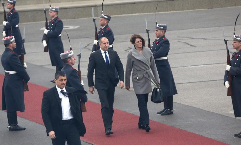 Президентът Радев, съпругата му и водената от него делегация отпътуваха за официално посещение в Йордания до 17 декември