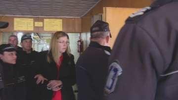 Банковата служителка, обвинена за кражба на 450 000 лв., остава в ареста