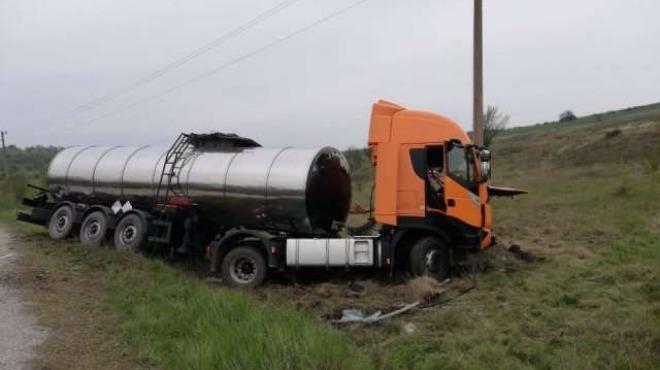 Снимка: Мъж загина при катастрофа между два камиона край Шумен