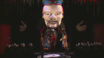 Огромни кукли са атракцията в оперния спектакъл Турандот