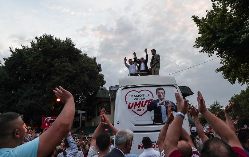 Лидерът на опозиционната Народнорепубликанска партия на Турция Кемал Кълъчдароглу подкрепя