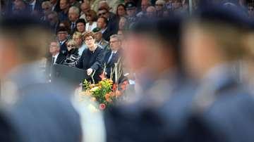 Анегрет Крамп-Каренбауер полага клетва като министър на отбраната в Германия
