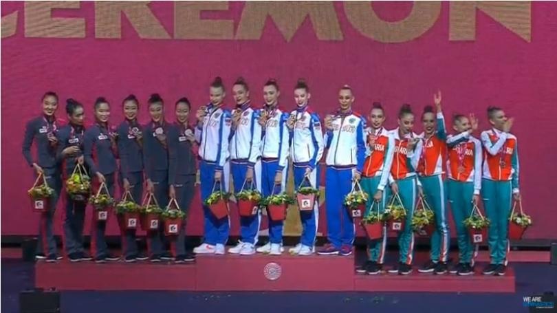 Българският ансамбъл по художествена гимнастика, в състав Симонa Дянкова, Лаура