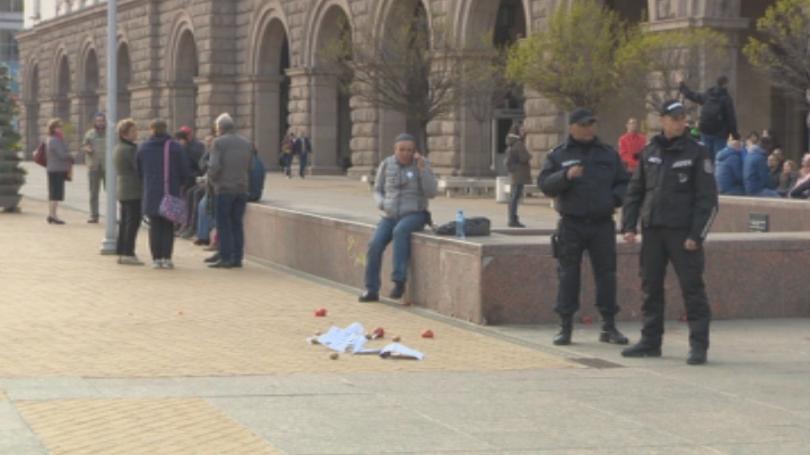 Арестуваха четирима души по време на неразрешен протест пред Министерския