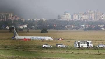 Чайки приземиха самолет в нива близо до Москва