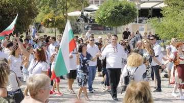 Цвета Караянчева поведе най-дългото хоро в Кърджали