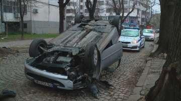 Жена обърна колата си по таван в Пловдив