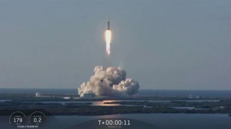Снимка: Най-мощната ракета извърши първия си търговски полет