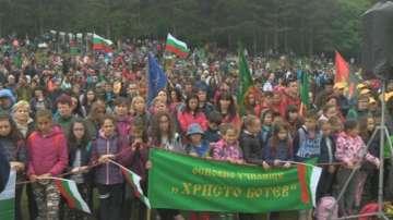 Хиляди на връх Околчица отдават почит към подвига на Ботев и неговата чета