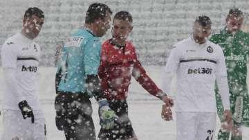 Отложиха междинния кръг в Първа лига заради снега