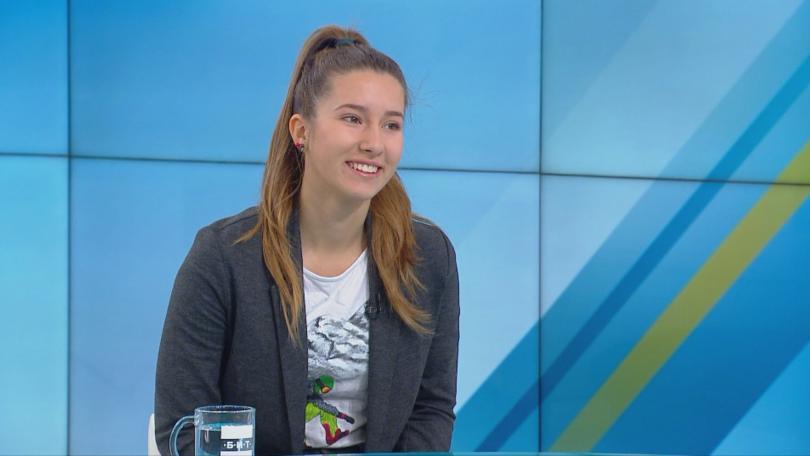 15-годишната Теодора Илиева е една от надеждите ни в сноуборда.