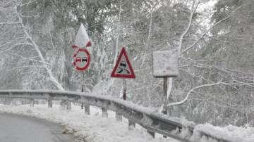 Затварят прохода Троян - Кърнаре утре заради силен снеговалеж