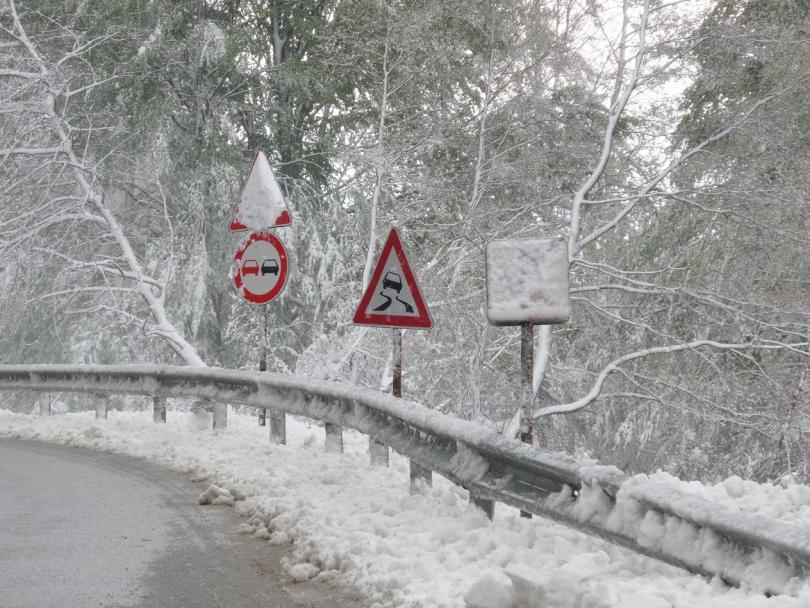 затварят прохода троян кърнаре заради силен снеговалеж