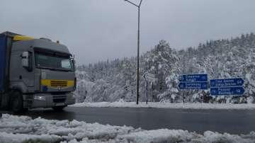 АПИ: Недобросъвестни водачи забавиха снегопочистването по АМ Струма в неделя