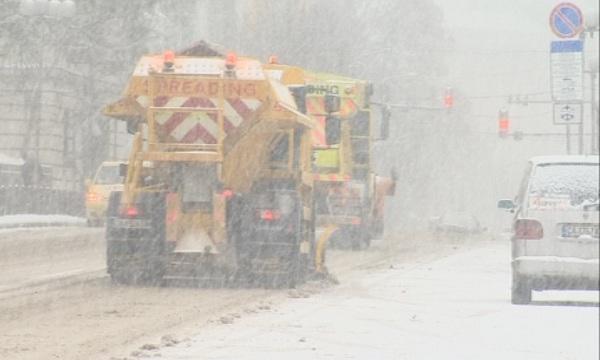 600 машини почистват републиканските пътища районите снеговалеж