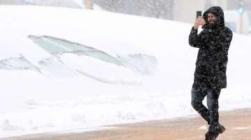 Снегът усложни пътната обстановка в страната