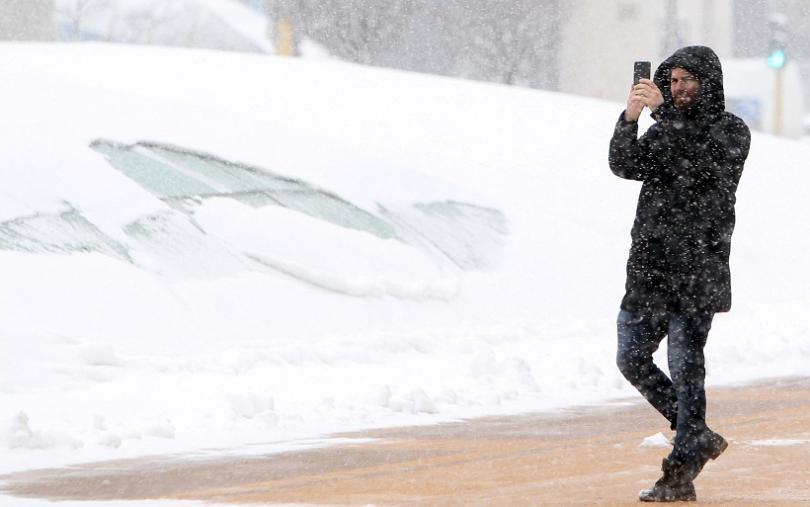 снимка 2 Катастрофи, временно затворени пътища и ограничения в движението заради снега