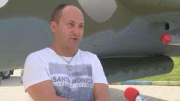 Мъж от Велико Търново реставрира сам боен самолет