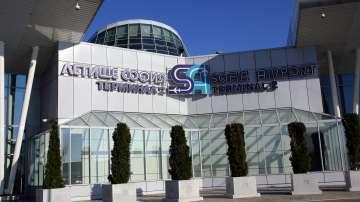 Наказания за петима служители на Летище София заради непроверени пътници