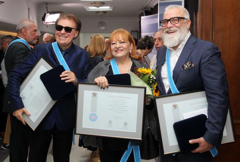 Сред наградените бяха и Васил Найденов (ляво), Богдана Карадочева и Владимир Пенев