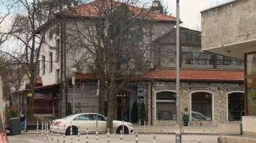 Месец и половина няма кой да затвори незаконен ресторант в центъра на София