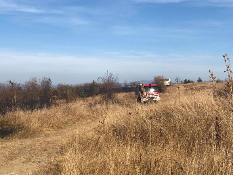 снимка 3 Локализираха пожара в района на Бонсови поляни в Люлин планина