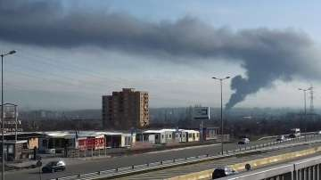 Пожар в цех за производство на пластмасови тръби в София (СНИМКИ)