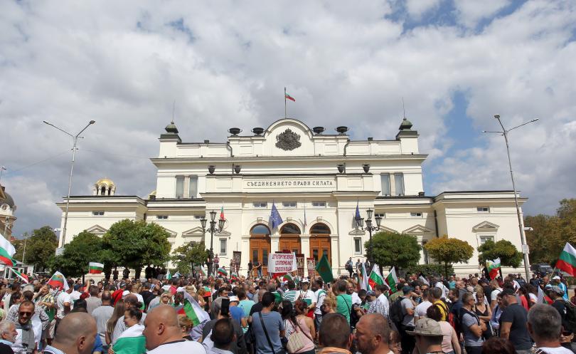 снимка 2 Протест пред Народното събрание срещу системата на управление