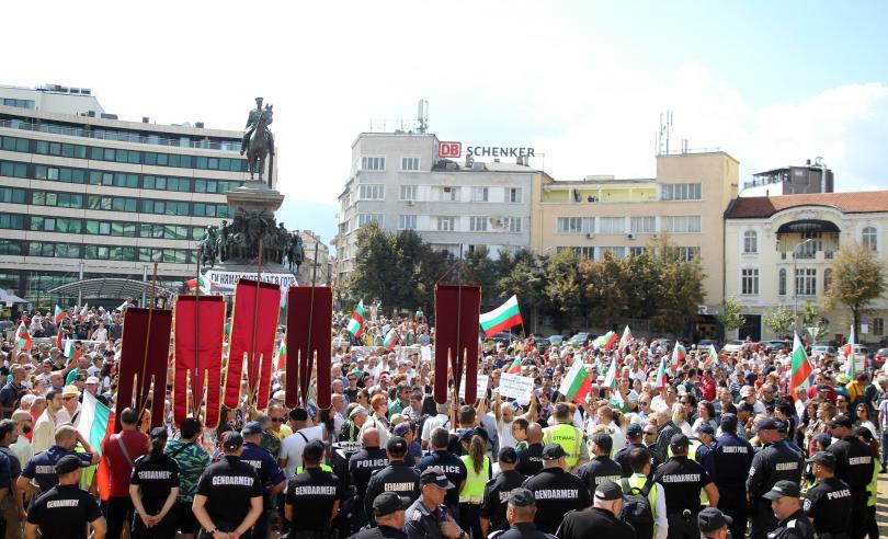 снимка 4 Протест пред Народното събрание срещу системата на управление