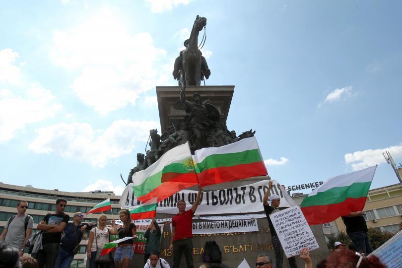 снимка 5 Протест пред Народното събрание срещу системата на управление