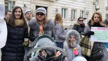 Родители на протест срещу насилието в детските градини и училищата