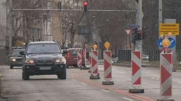Извършват се аварийни ремонти на улиците в София