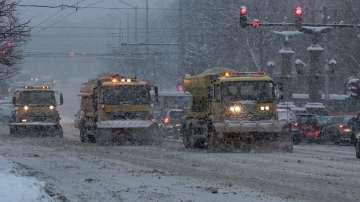 Заради снеговалежа в София в момента 166 машини са на терен