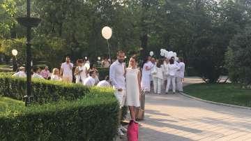 Десетки ентусиасти се включиха в първата у нас Вечеря в бяло (СНИМКИ + ВИДЕО)