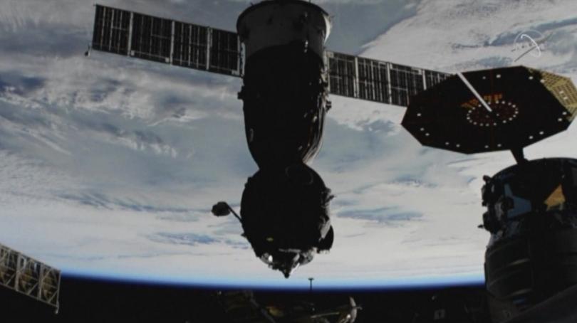 Снимка: Корабът Союз се отдели от МКС и пое към Земята
