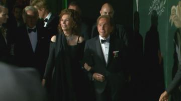 София Лорен връчи награда на Валентино на седмицата на модата в Милано