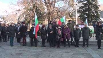 Жители на Сопот излязоха на протест заради превода на Под игото