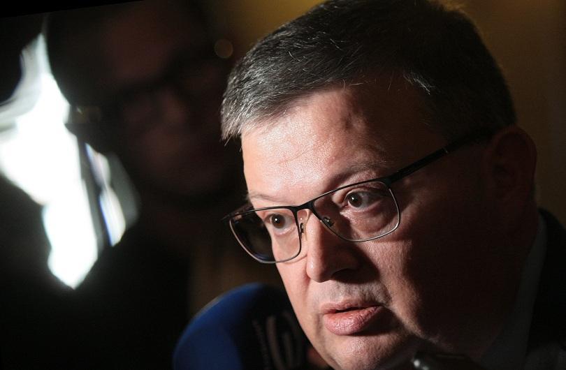 Изслушват главния прокурор Сотир Цацаров за теча на данни от НАП