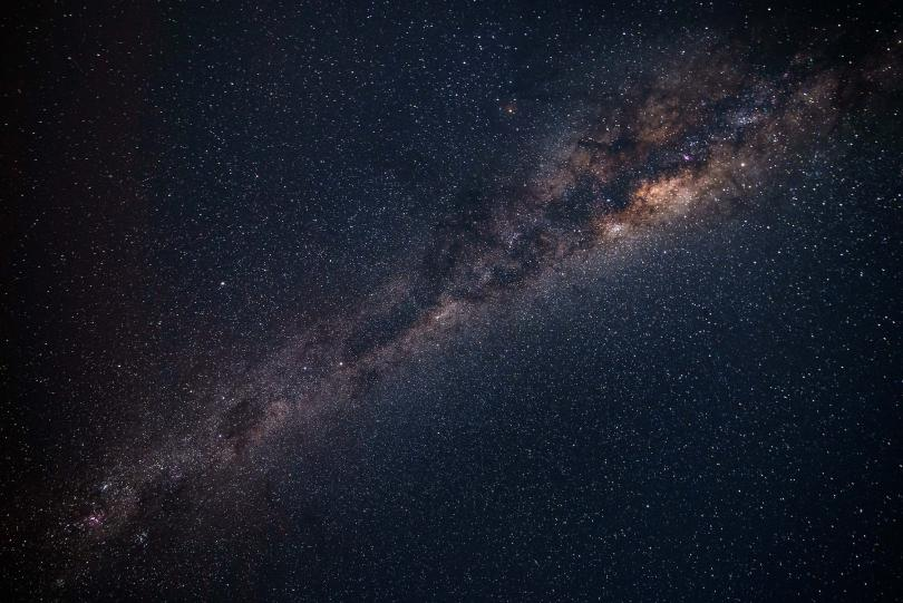 Снимка: Най-ярката комета за годината преминава покрай Земята на 16 декември