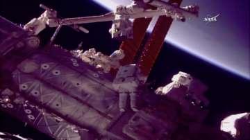 Американски астронавти излязоха в открития Космос