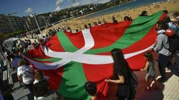 Километрична жива верига в Страната на баските