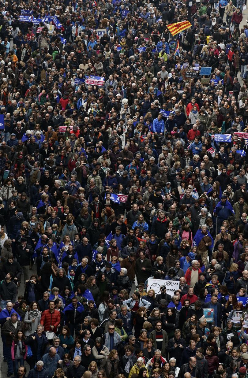 снимка 1 Около 160 000 демонстранти в Барселона поискаха Испания да приеме повече бежанци