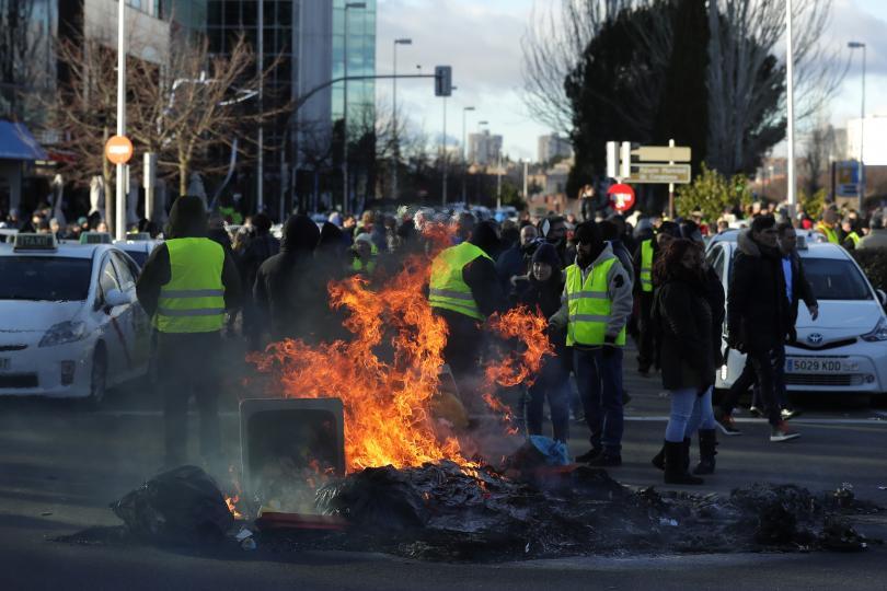Мадрид под блокада: Масова стачка на таксиметрови шофьори