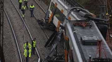 Влак дерайлира край Барселона заради свлачище