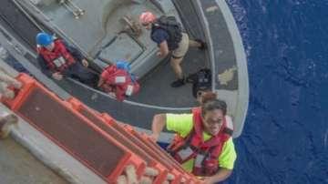 След пет месеца в океана спасиха две мореплавателки и кучето им