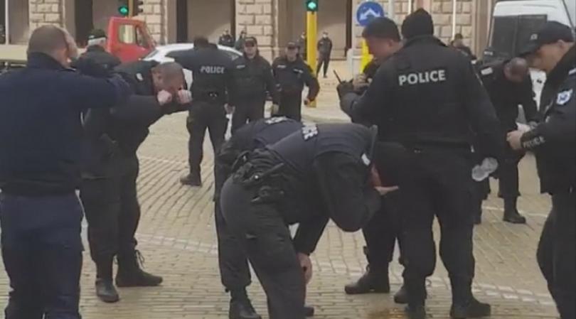 Видео от протест в центъра на София в събота предизвика