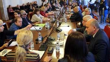 Приемат до средата на декември Законите за хората с увреждания и личната помощ